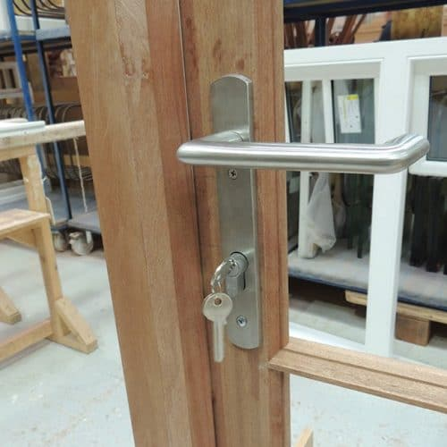 Bifold door multipoint locking