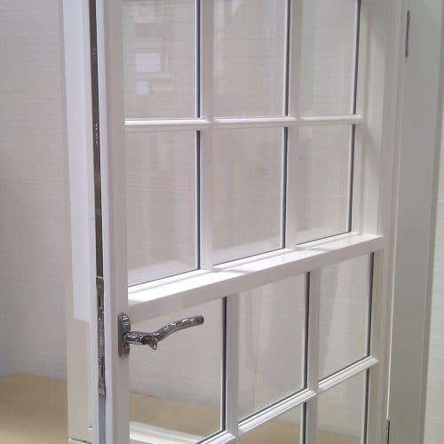 Sash window as casement window with lock