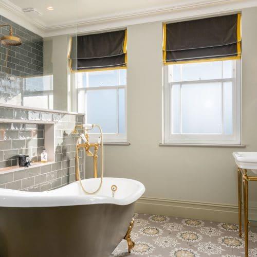 Sash windows with glazing bars in bathroom